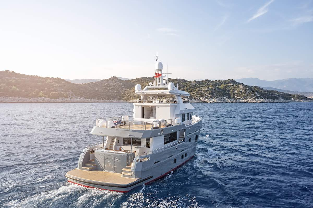 Bering Yachts entrega el yate 'Explorer' Veronika de 24 metros