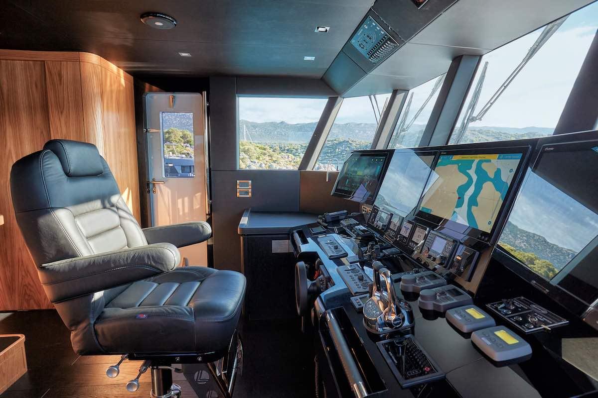 Bering Yachts entrega el yate Explorer Veronika de 24 metros