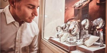 Relojes de hombre exclusivos en una joyería de lujo