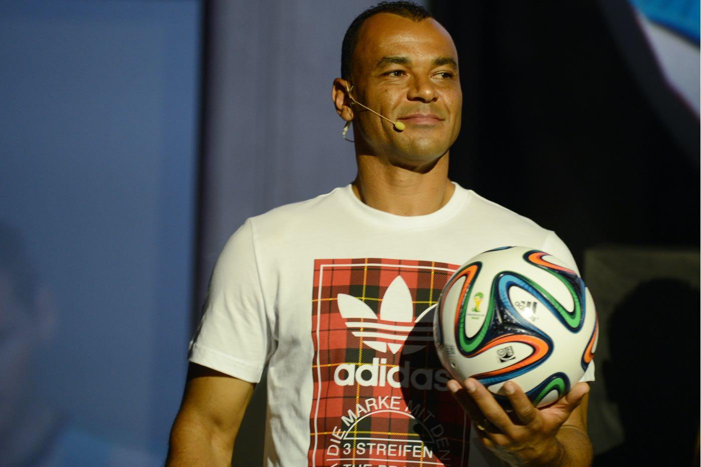La casa de apuestas deportivas Rivalo contrata a Cafú como embajador.