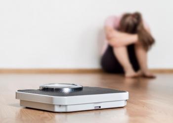Mujer frustrada con dieta