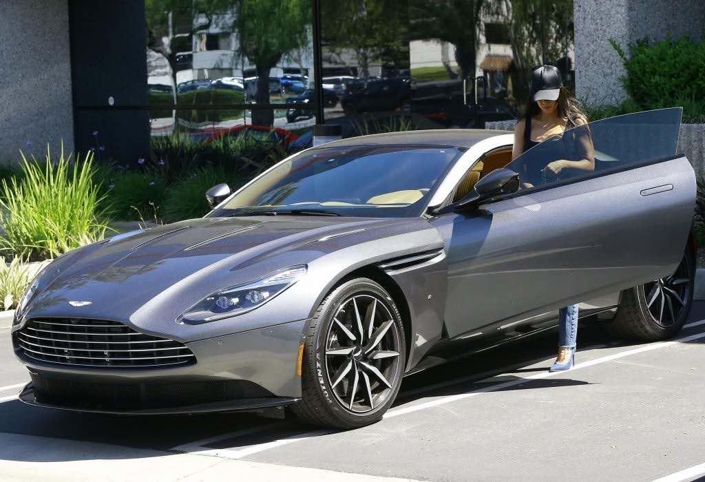 La colección de coches de las Kardashian: Aston Martin DB11 de Kourtney Kardashian