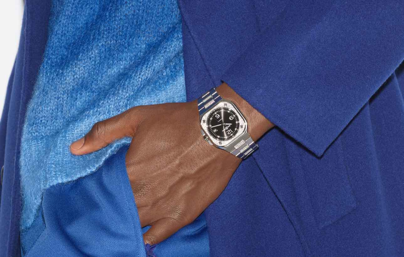 Un reloj Bell & Ross 05 con diamantes