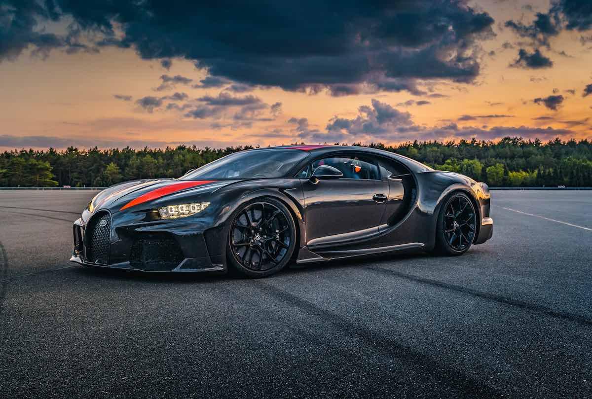 Los primeros 8 hipercoches Bugatti construidos y listos para su entrega