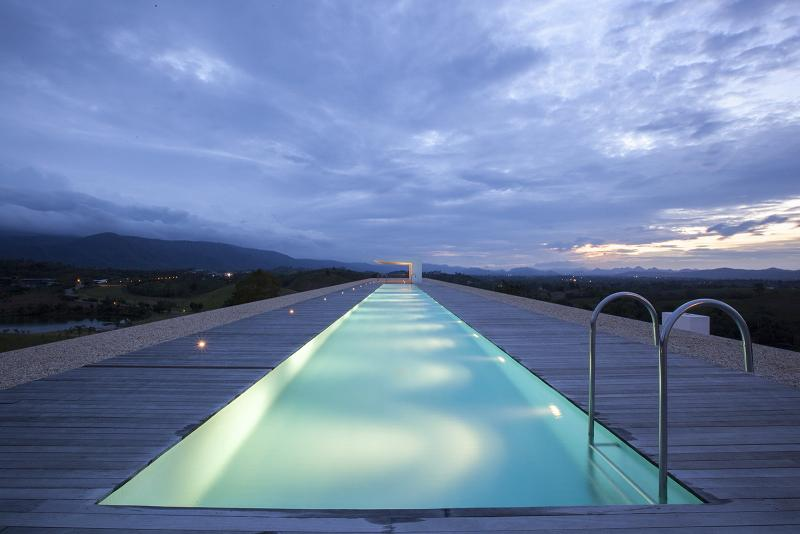Gigantesca mansión diseñada por los arquitectos de Shinichi Ogawa & Associates.