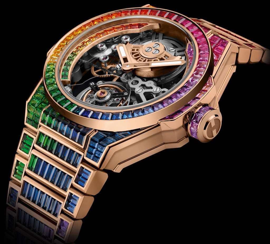 El movimiento y el precio del reloj.