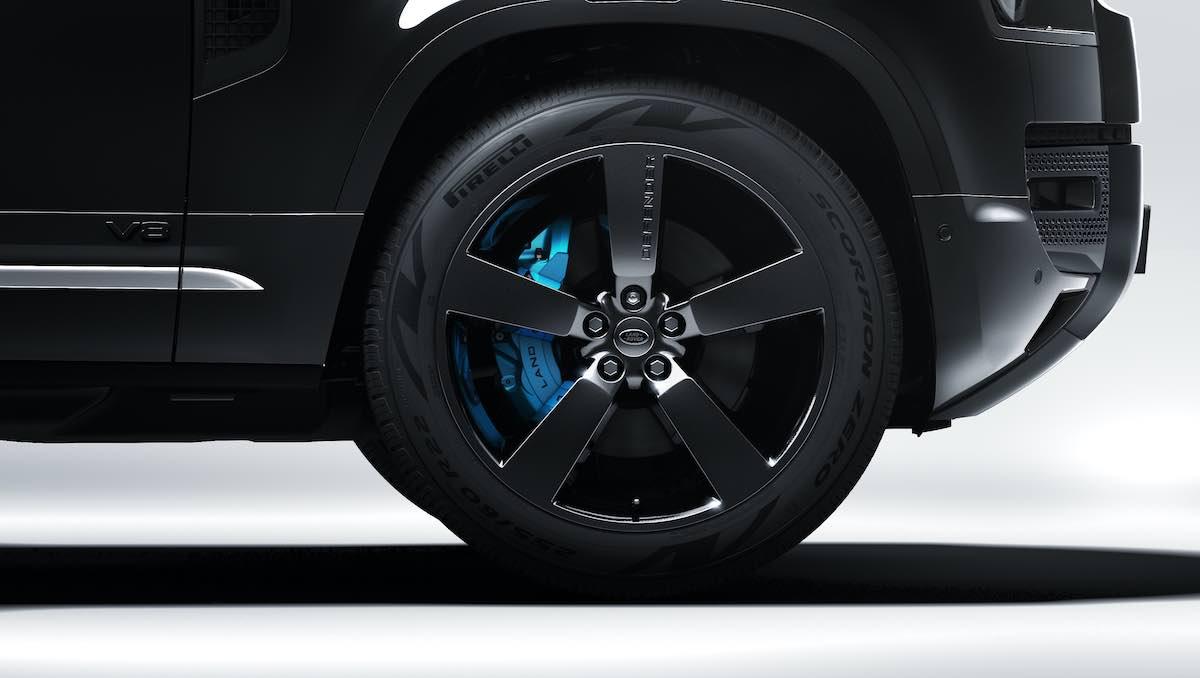 Land Rover Defender V8 Bond Edition 2022