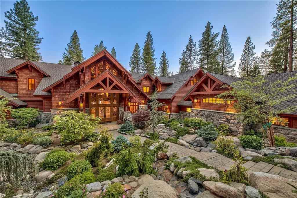 ULTRA lujosa mega mansión en Lake Tahoe es listada por $60 millones; estableciendo un nuevo precio récord para la zona