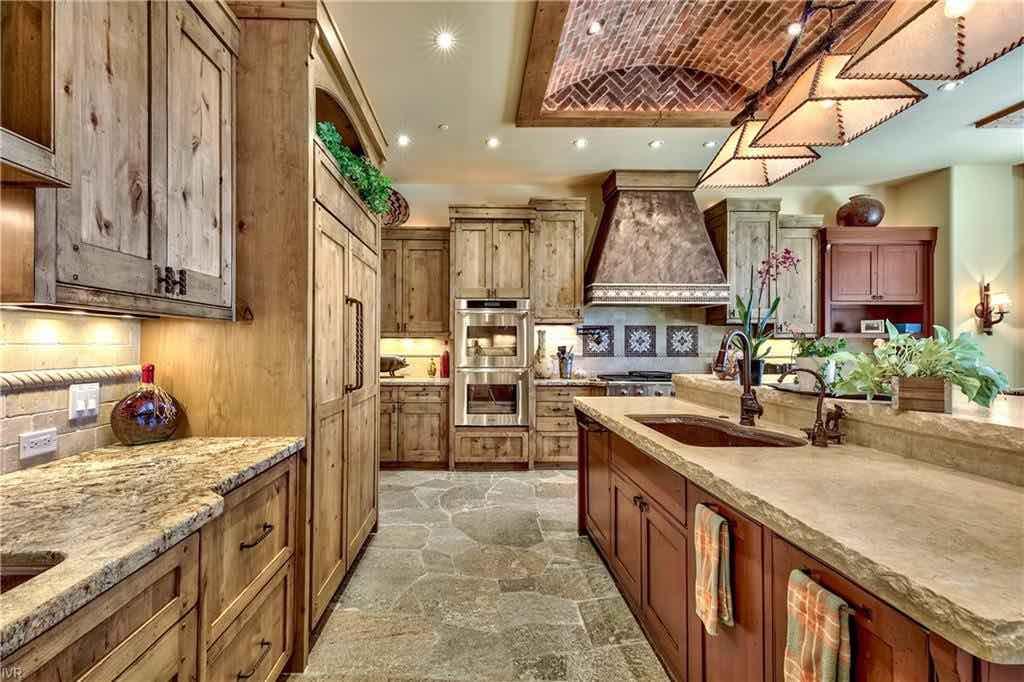 Lujosa cocina de la hermosa propiedad.