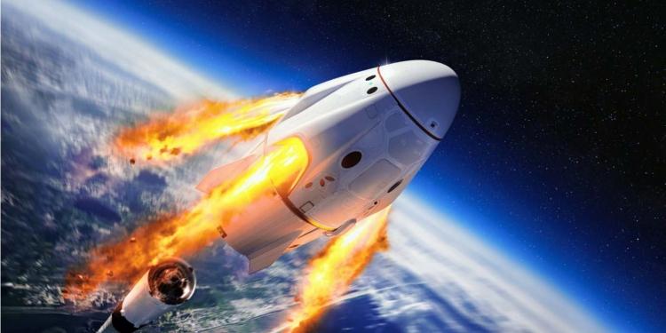 Nave espacial Dragon de la empresa estadounidense SpaceX en el espacio