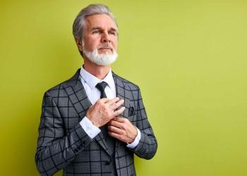 Hombre de negocios con traje y corbata. Millonario.