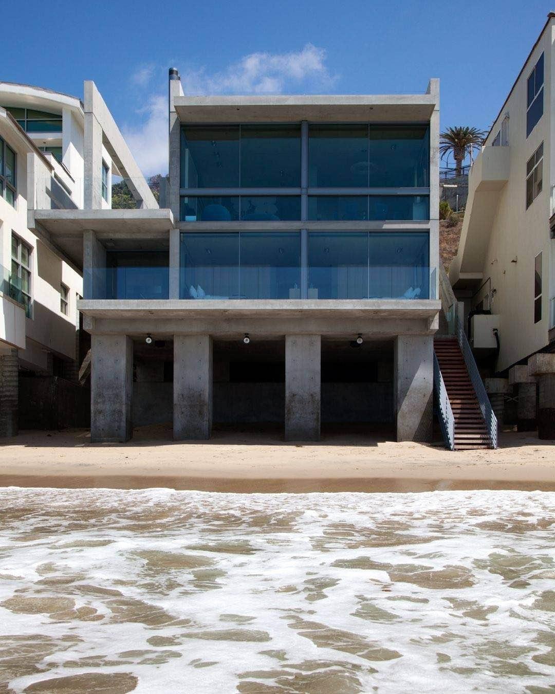 Kanye West compra una casa frente a la playa en Malibú