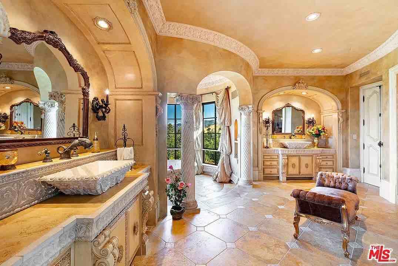 Propiedad de estilo italiano de 30 millones de dólares en Calabasas, California