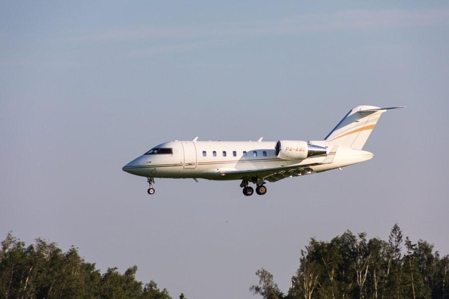 """Warren Buffett cambió el nombre de su avión privado de """"El Indefendible"""" a """"El Indispensable"""" tras darse cuenta de lo increíble que era"""