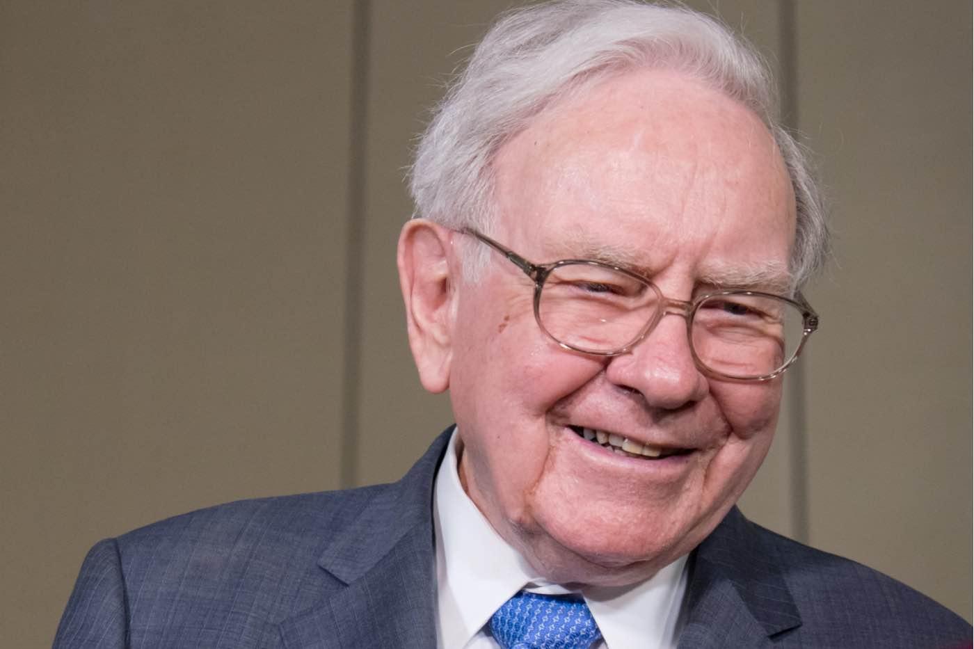 """Warren Buffett compra avión privado y lo nombra """"El Indispensable"""""""