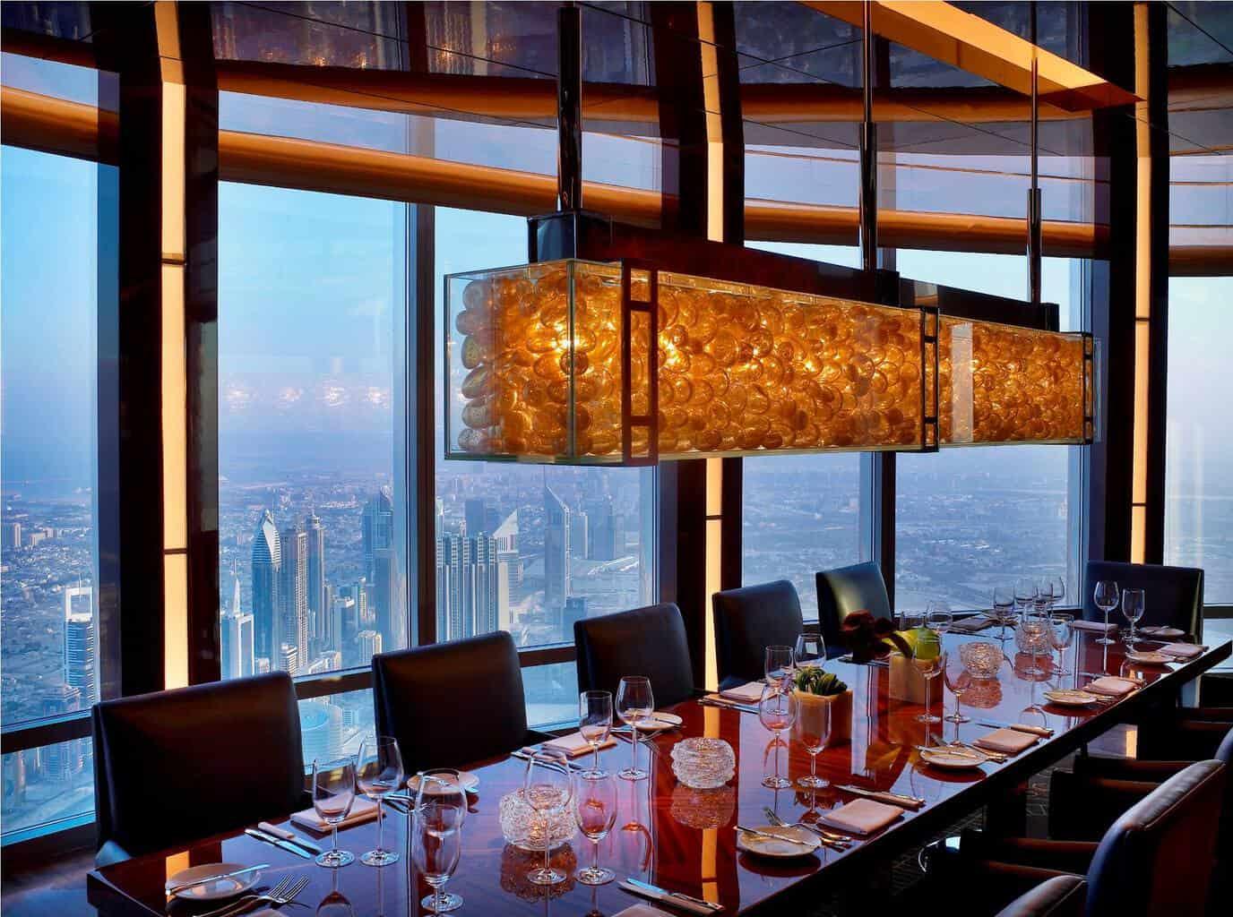 At.Mosphere, uno de los restaurantes más inusuales en el mundo, ubicado en el Burj Khalifa, Dubái.