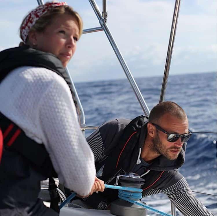 Esta pareja renunció a sus empleos y vendieron su casa para viajar por el mundo entero en un pequeño velero