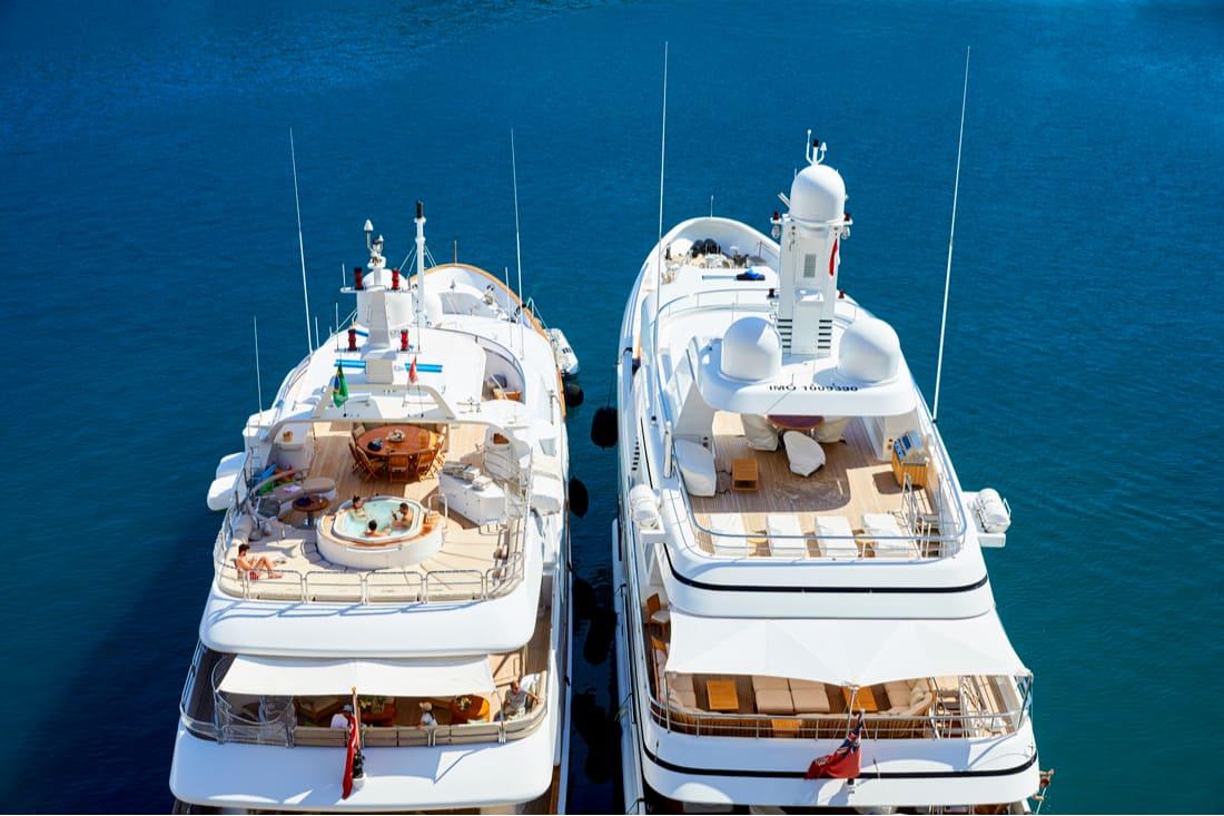 Mega yates en Port Hercules, Mónaco