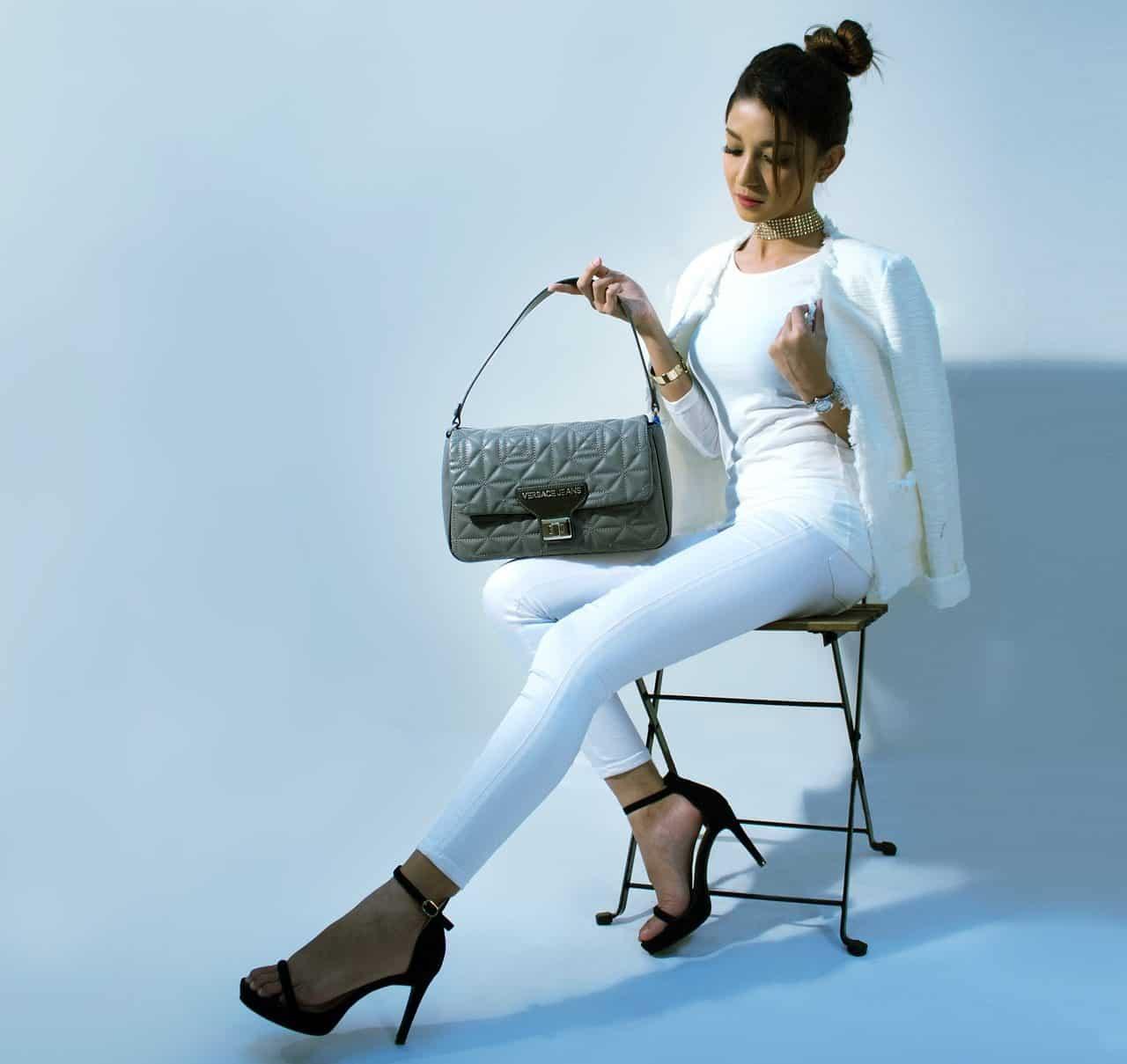 Modelo de bolsos y zapatos