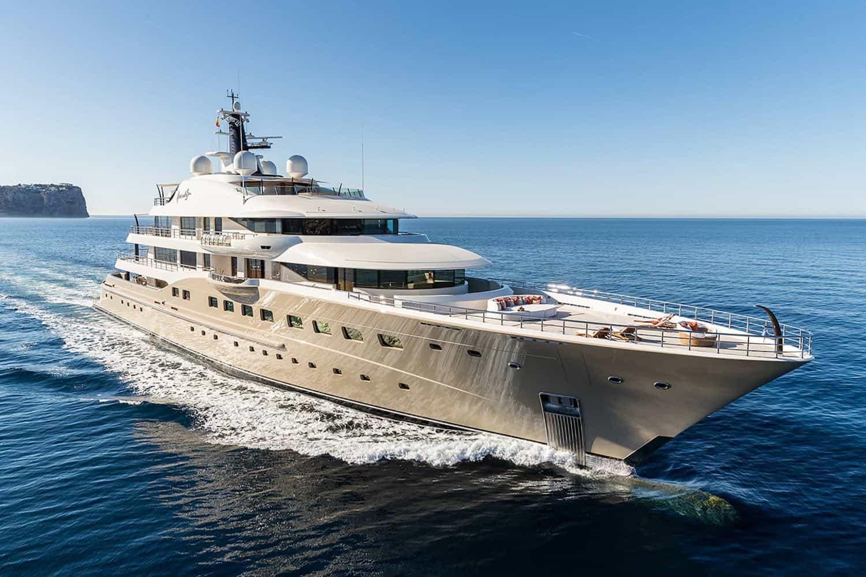 Here Comes The Sun, número 3 de la lista de yates de alquiler más exclusivos y opulentos del mundo.