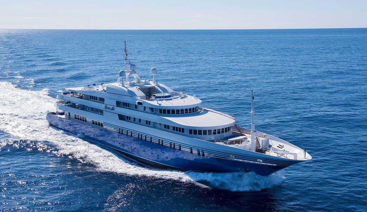 Queen Miri, número 1 de la lista de yates de alquiler más exclusivos y opulentos del mundo.