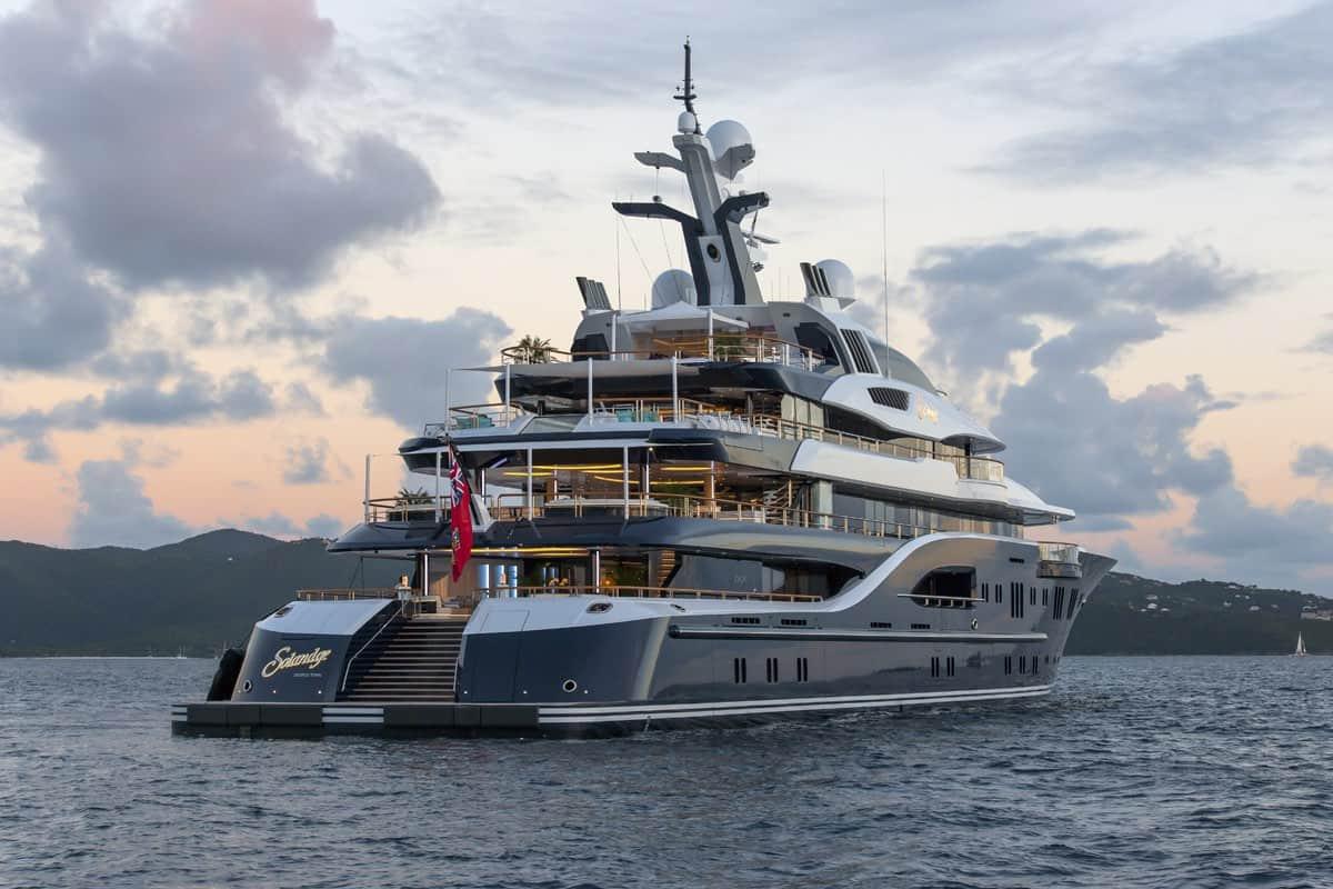 Solandge, número 5 de la lista de yates de alquiler más exclusivos y opulentos del mundo.