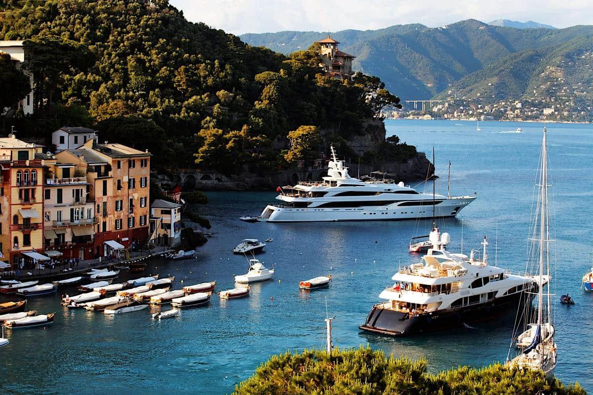 Yates en Portofino, Costa de Liguria, Italia