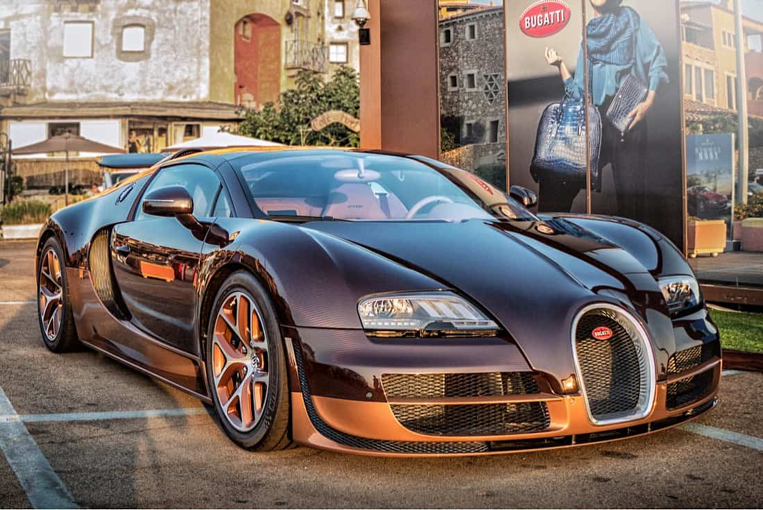 Al igual que el Chiron y La Voiture Noire, el Veyron SS es uno de los superdeportivos más rápidos del mundo.
