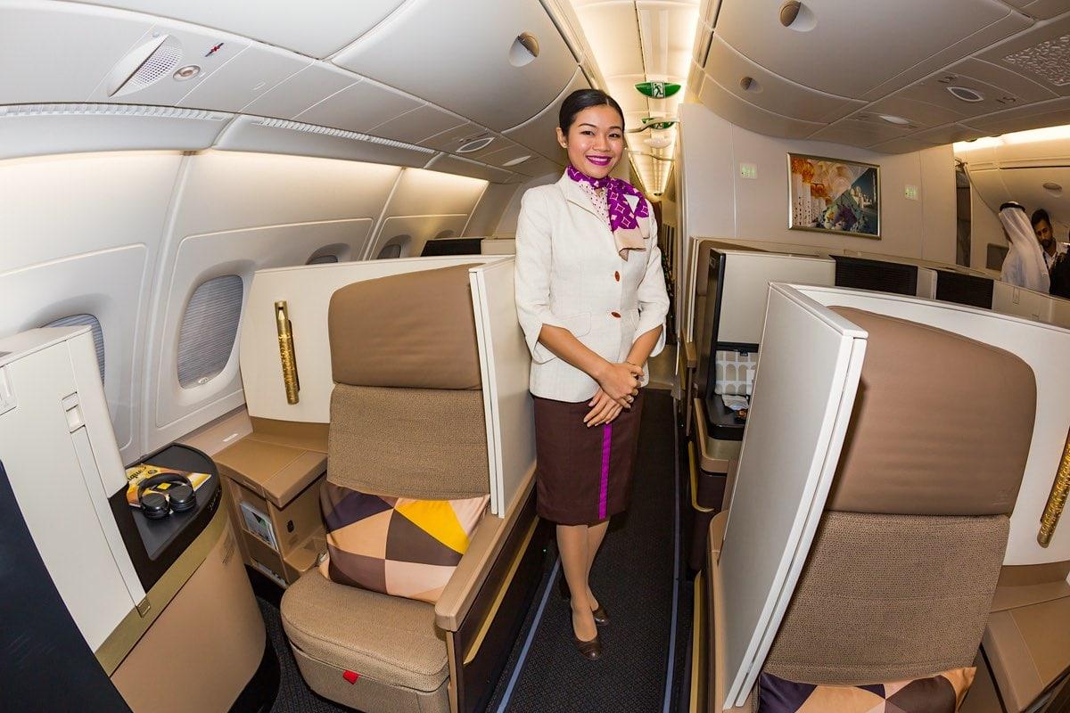 Asistente de vuelo de Etihad Airways